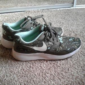 Nike camo tennis shoes
